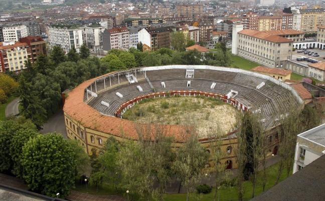 El Ayuntamiento y El Principado pactan incluir la plaza de toros en la primera fase de El Cristo