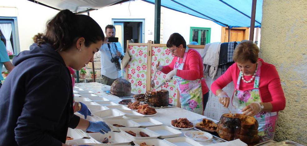 El Festival de la Boroña de Torazo reparte más de 400 raciones