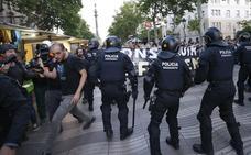 Seis meses de cárcel para dos mossos por dar porrazos a un manifestante en los disturbios por el desalojo de Can Vies