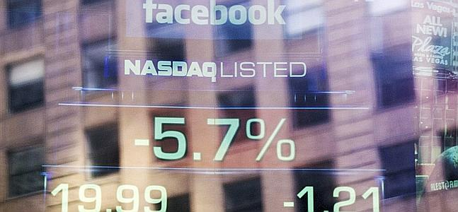 Facebook sigue desplom�ndose en el Nasdaq