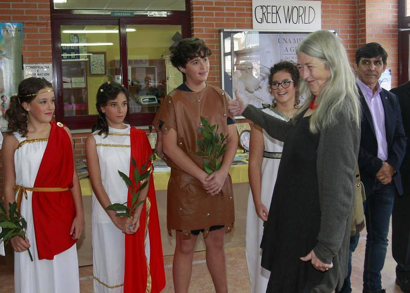 Mary Beard comparte charla con estudiantes ovetenses