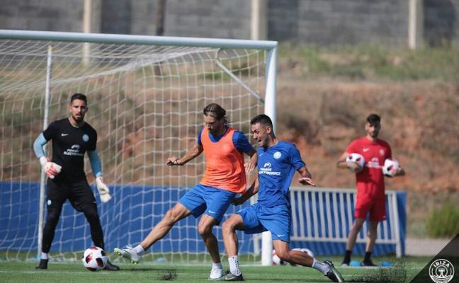 Lucas Anacker continuará jugando en Segunda B con el ascendido Ibiza