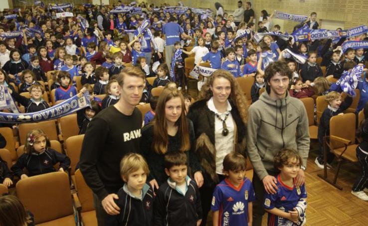 El Real Oviedo visita el colegio de Las Dominicas