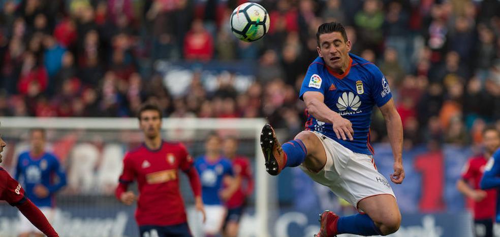 El Oviedo se diluye en Pamplona