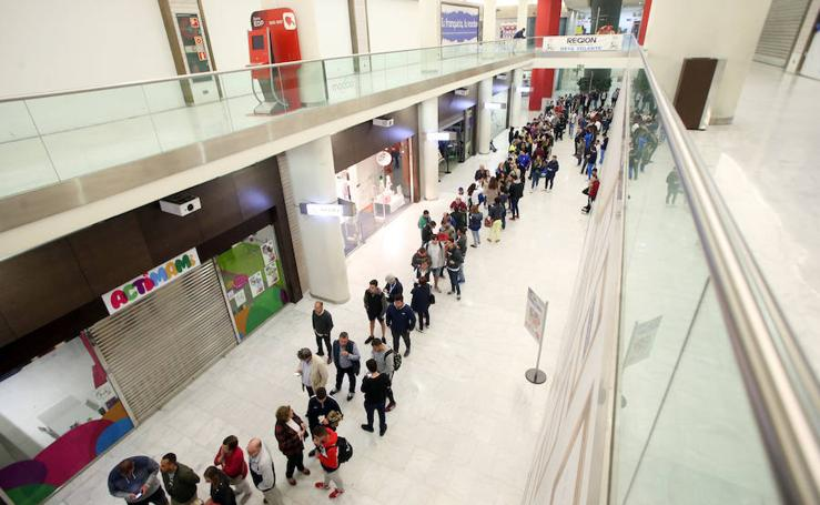 Largas colas para obtener entradas para el partido Cultural-Oviedo