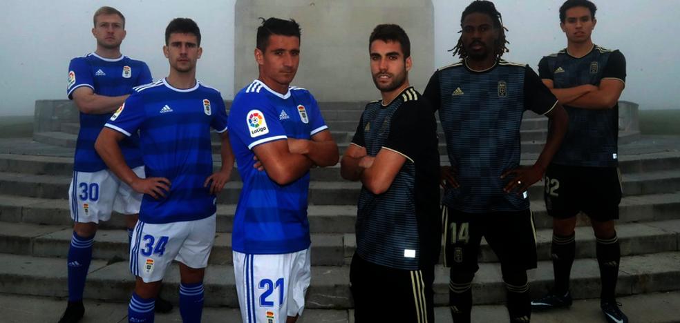 Doble tonalidad azul para la nueva camiseta del Real Oviedo