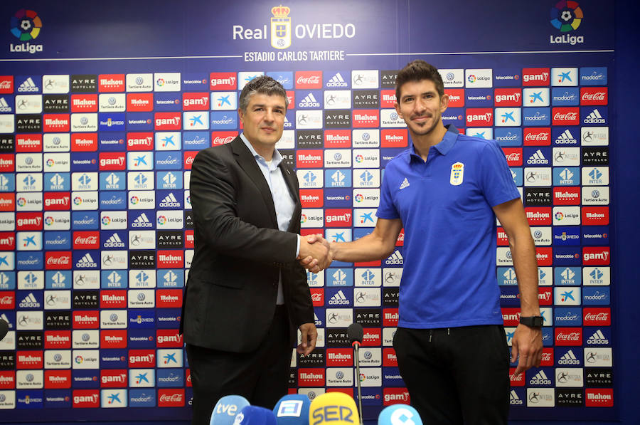 Presentación de Champagne como portero del Real Oviedo