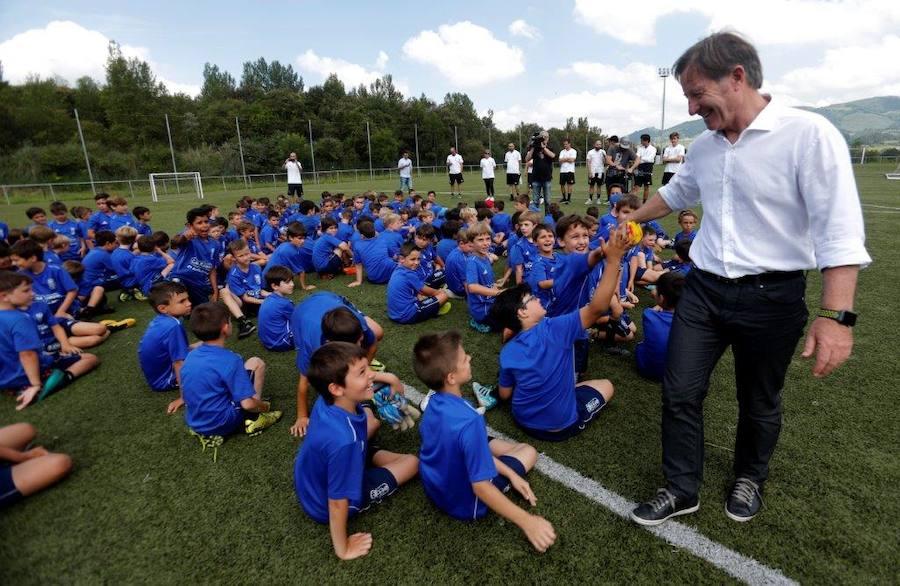 Anquela visita a los alumnos del Campus del Real Oviedo