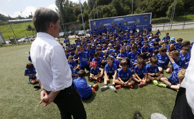 Real Oviedo | Anquela: «Queremos fichar a dos delanteros, solo tenemos uno»