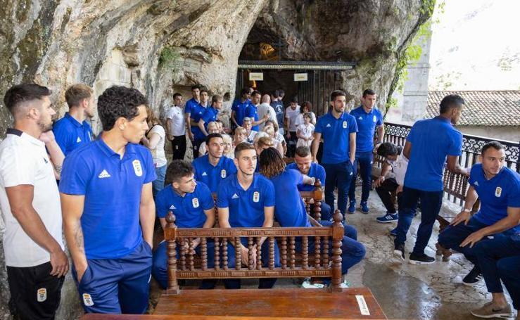 El Real Oviedo cumple con la visita a Covadonga