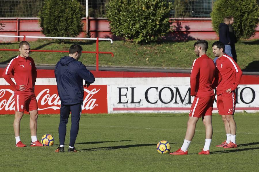 El Sporting entrena sin Paco Herrera a la espera de un nuevo técnico