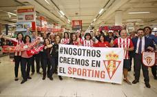Los trabajadores del Carrefour de Los Fresnos se vuelcan con el Sporting