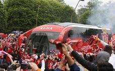 Vídeo: la llegada del Sporting a El Molinón