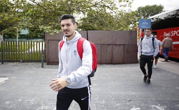 Los jugadores del Sporting llegan al hotel antes del partido