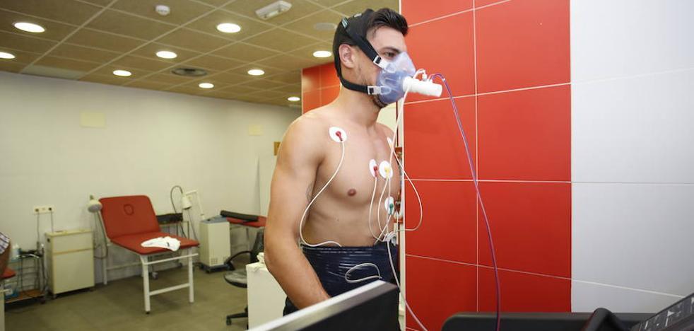 El médico del Sporting, Gonzalo Revuelta: «En principio, todos los jugadores están a disposición»