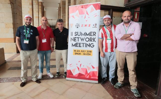 'La Mareona' se empapa de «nuevas ideas» durante el encuentro de las aficiones