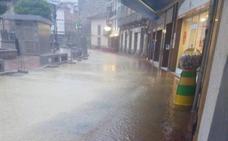 La tormenta inunda El Parque de Luarca y deja sin luz a gran parte de Tapia