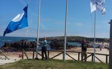 Izado de banderas de calidad en Llanes