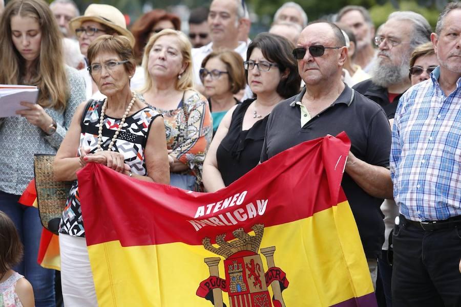 Placa en recuerdo de las mujeres represaliadas durante el franquismo en Gijón