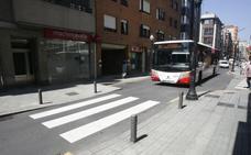 Un conductor de autobús evita el atropello de una mujer con problemas psiquiátricos