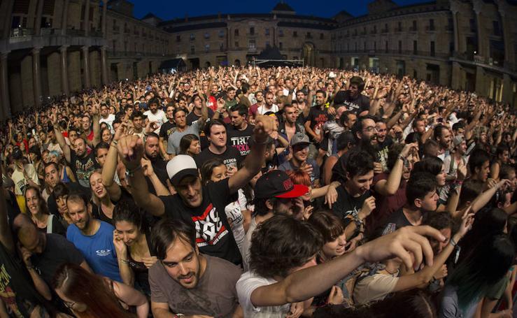 Gijón se entrega a Offspring
