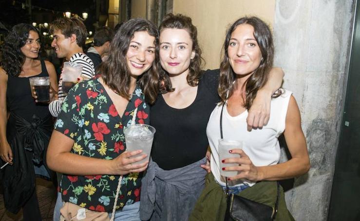 La locura de la fiesta nocturna de Ribadesella en Les Piragües