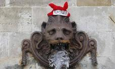 A gorrazos contra los toros en Gijón