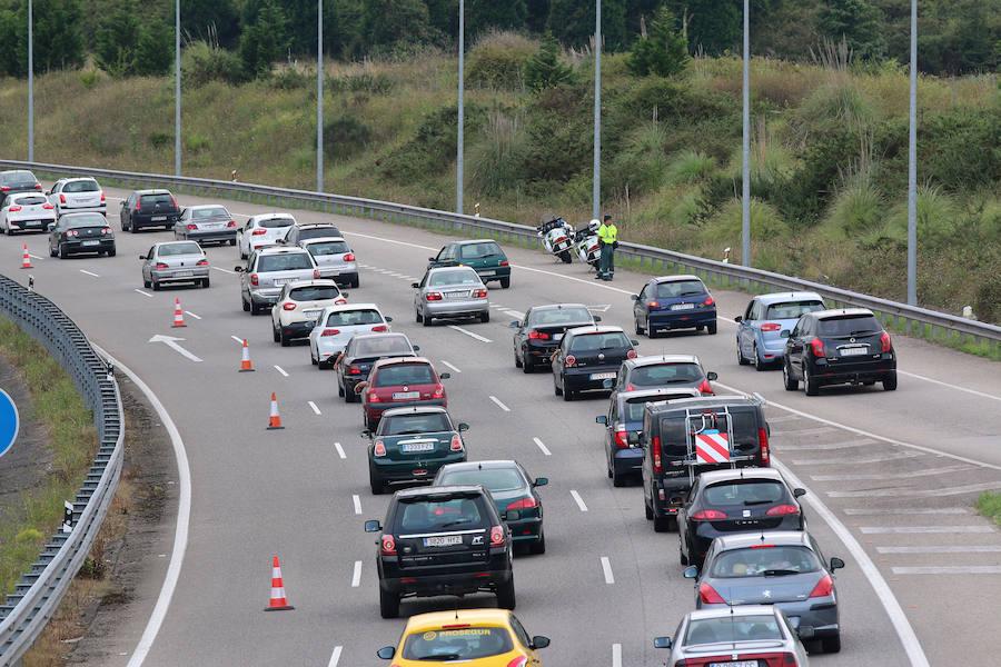 Retenciones kilométricas en la autovía del Cantábrico en Villaviciosa
