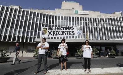 La familia de la joven muerta en un ascensor en Sevilla no culpa al celador