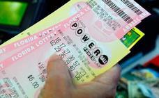 Una mujer gana 643 millones en el mayor premio de lotería entregado en EE UU