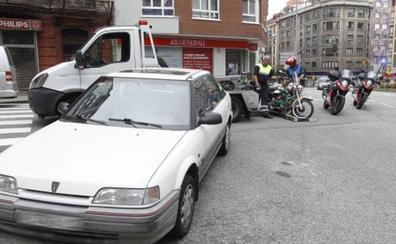 Herido leve un motorista en un accidente registrado en la avenida de Pablo Iglesias de Gijón