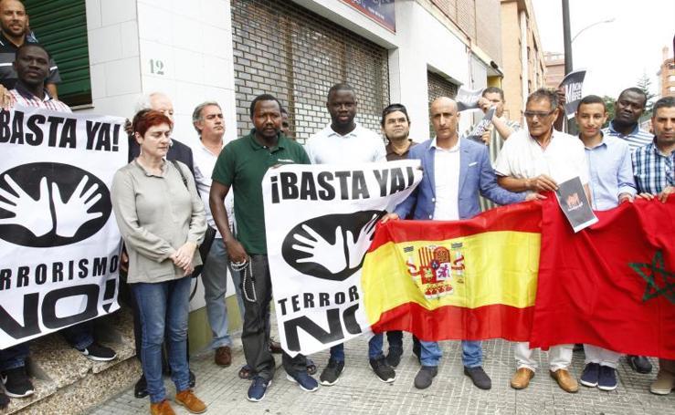 La musulmanes de Avilés guardan un minuto de silencio por Barcelona