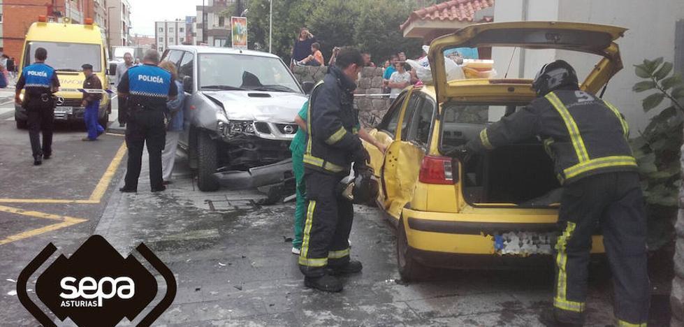 Herida en una colisión entre dos vehículos en Llanes