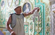 Asómbrate con el edificio convertido en un palacio por un jubilado