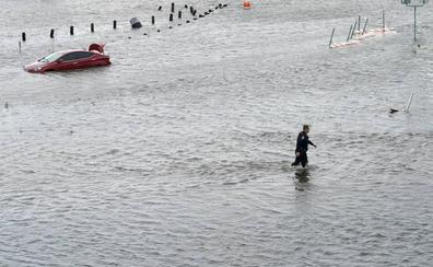 Harvey avanza hacia Luisiana tras devastar el sureste de Texas