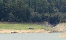 La unidad canina halla una pista de la pareja desaparecida en un pantano de Gerona