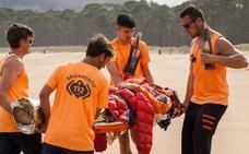 Rescatan a dos personas tras quedar su lancha encallada en Villaviciosa