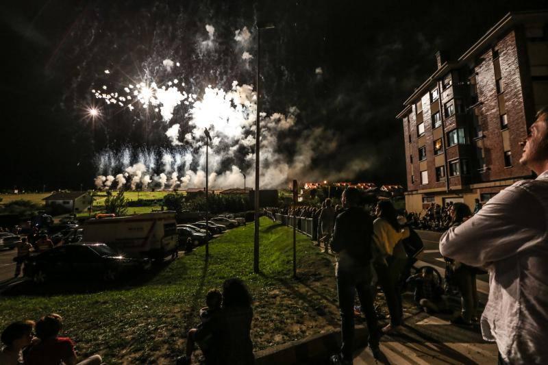 Fuegos artificiales en Corvera como preludio de su día grande