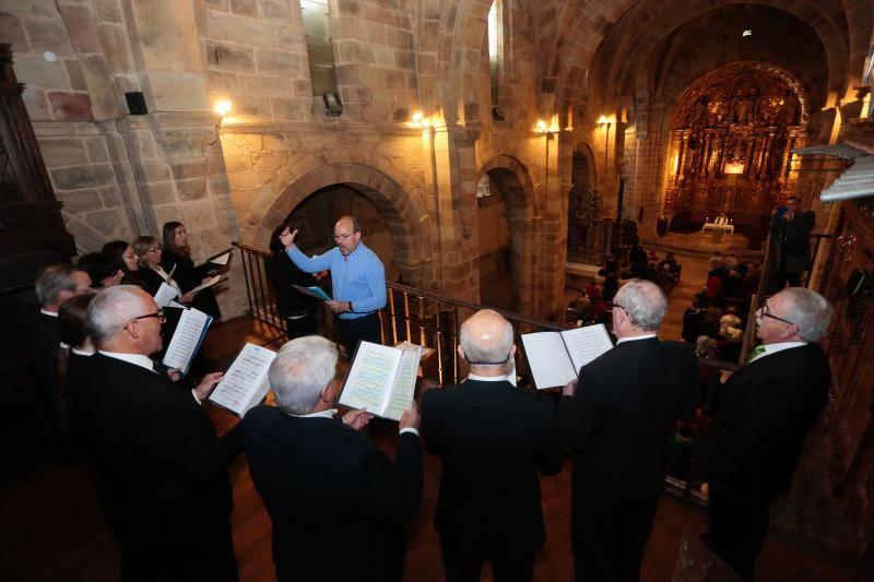 Misa de gaitas en Santa María de Valdediós