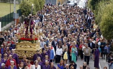 Unas 2.500 personas recorren la 'milla santa'