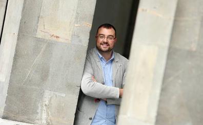 Adrián Barbón promete activar cuanto antes el diálogo con Podemos e IU