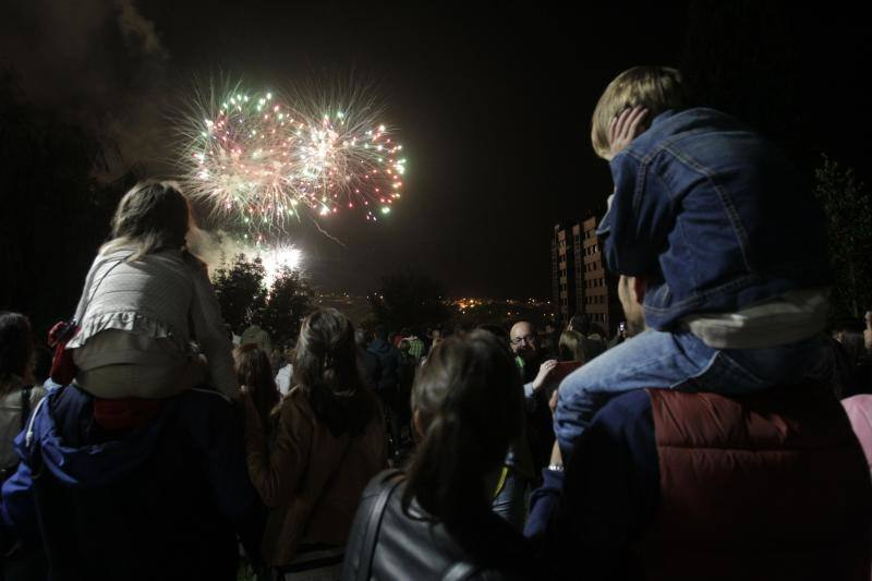Los Fuegos encienden la noche de San Mateo en Oviedo