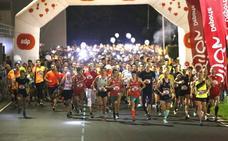 1.500 corredores toman las calles de Gijón en la EdP Carrera Nocturna