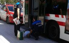 Una viajera de autobús sufre una indisposición