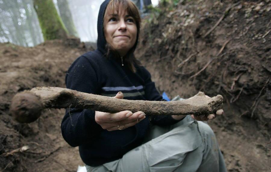 Diez años de la exhumación de las fosas del Alto del Acebo