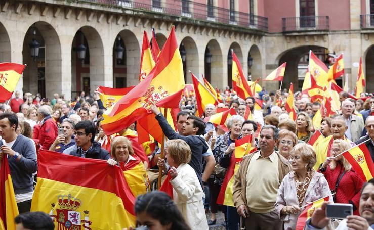 Centenares de asturianos se manifiestan por la unidad de España