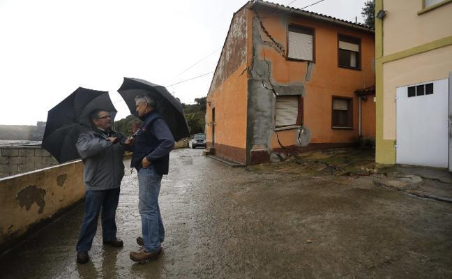 El juez descarta que la obra de una casa hundiera la ladera de Sotiello en 2015
