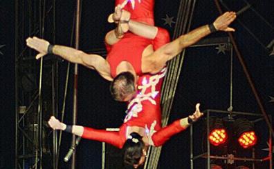 El circo Coliseo inagura su espectáculo en el que participa medio centenar de artistas