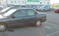 Dos ladrones colisionan un vehículo robado contra dos coches en Las Vegas