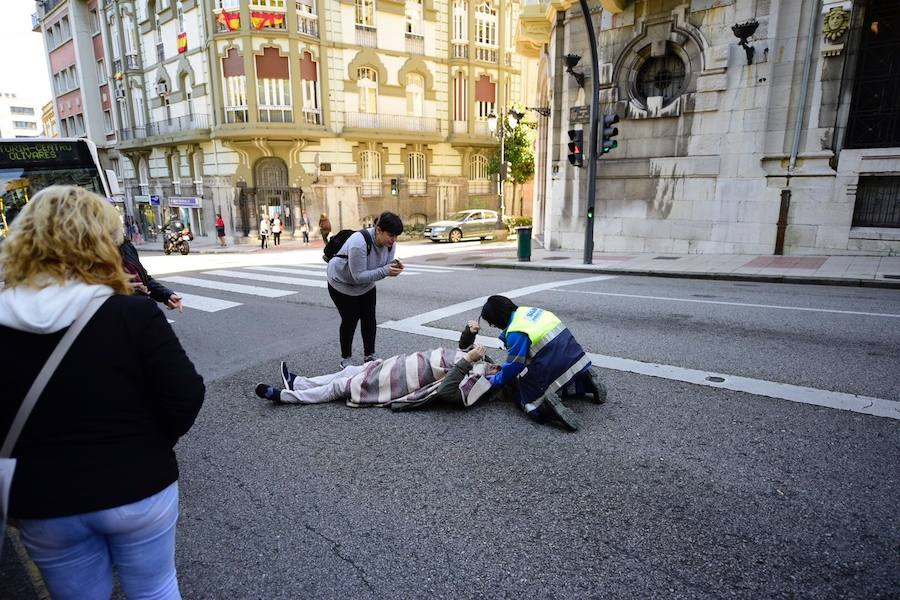 Herido un hombre tras ser arrollado por un autobús urbano en Oviedo
